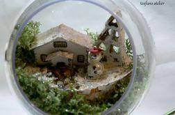 Bombka z domkiem 01