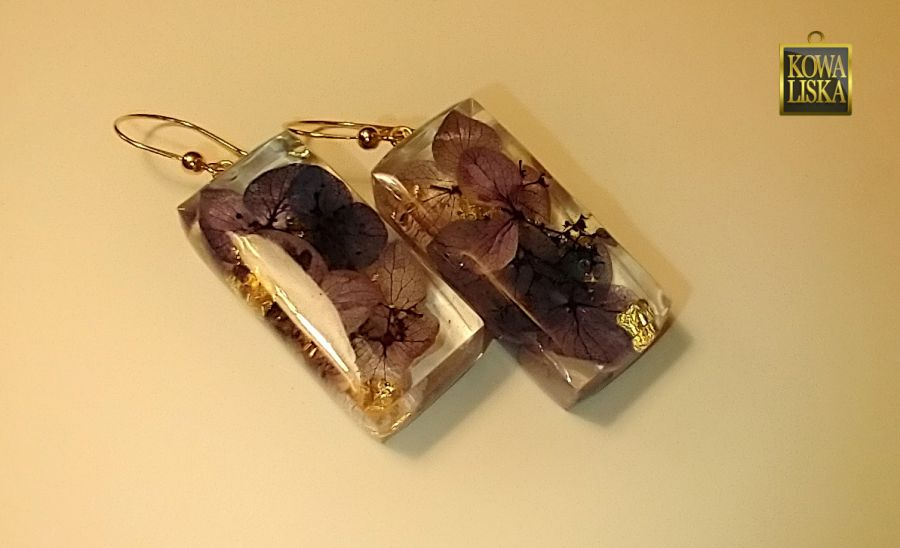 Fioletka - kolczyki z żywicy i kwiatów -