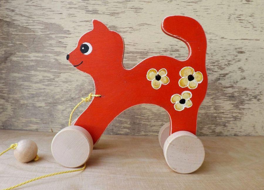 Drewniany kotek do ciągania, czerwony