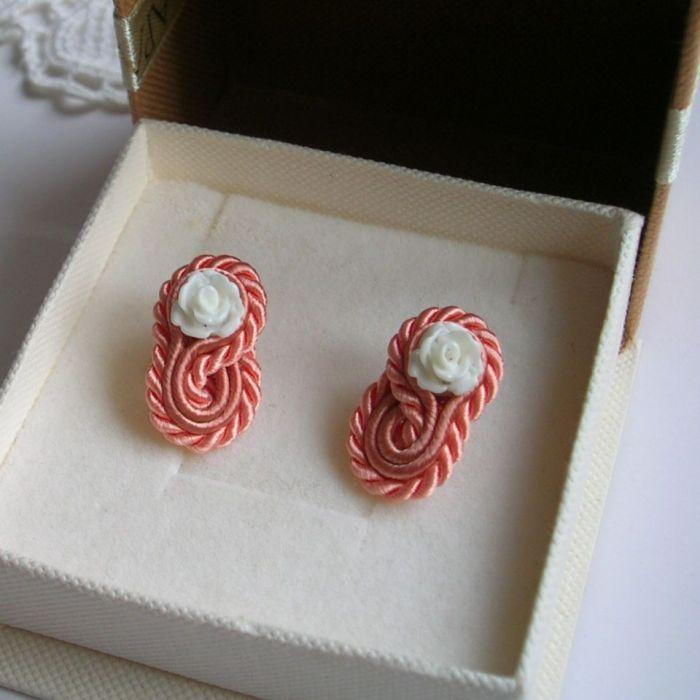 Pastelowe różyczki - mini kolczyki sutasz