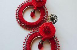 Czerwone koła z ozdobnymi sztyftami