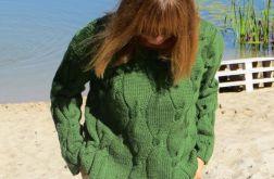 Sweter w pięknej zieleni z wełny.