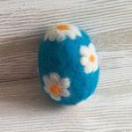 Jajko wełną zdobione - Filcem zdobione jajko