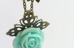 Naszyjnik z pastelową miętową różą