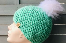 śliczna czapka dziewczęca z pomponem