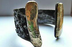 Z kamieniami mosiężnymi
