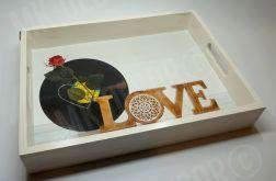 Drewniana taca prostokątna z uchwytami - LOVE