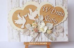 Kartka ślubna z serduszkami beżowa