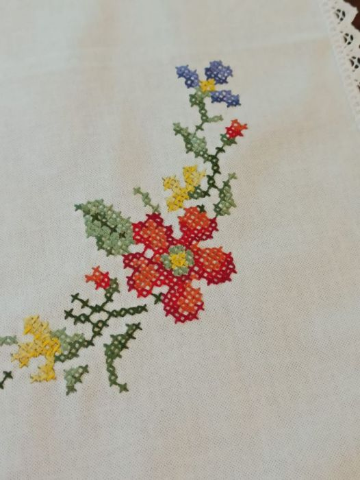 Obrus Kwiaty polne, haft krzyżykowy -