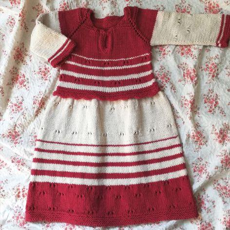 elegancja wiosenna - dziergana sukieneczka