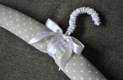 Monatyczny wieszak obszyty bawełną