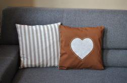 Dwie poszewki - beżowe serca w napisy