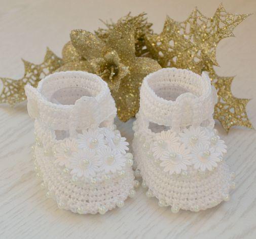 Urocze białe buciki  3-6 miesiące