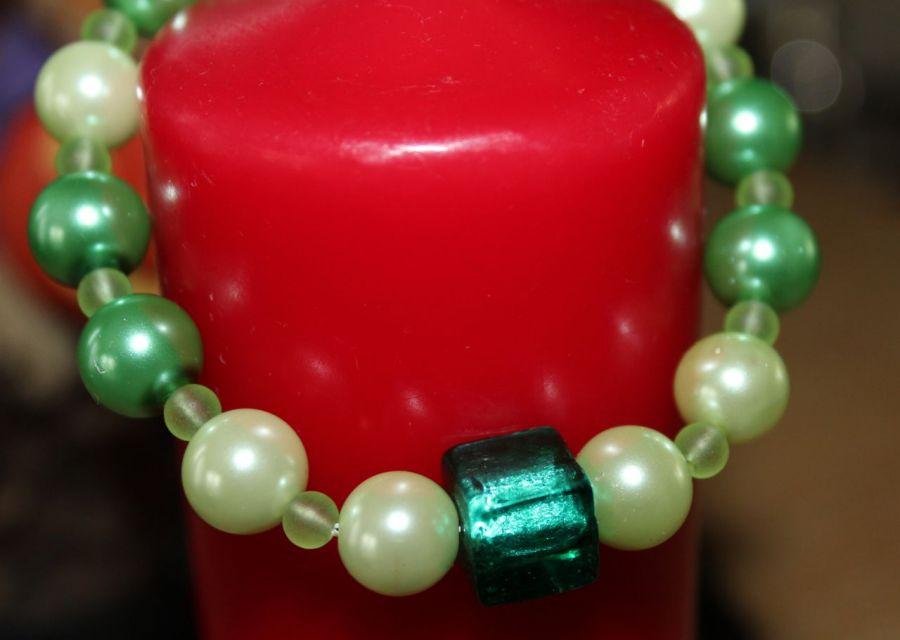 Bransoletka z zieloną kostką