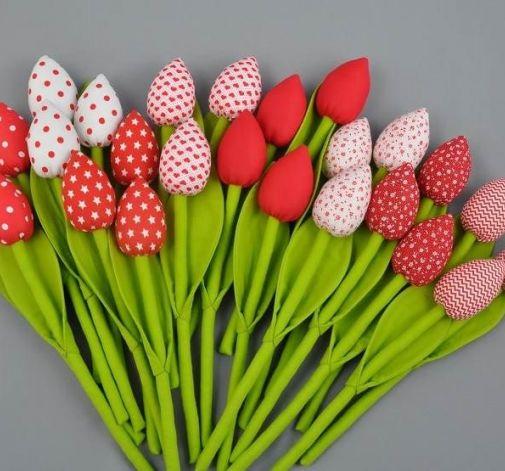 Tulipany, kwiaty z materiału czerwono białe