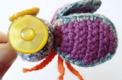 Brelok szydełkowy mucha 058