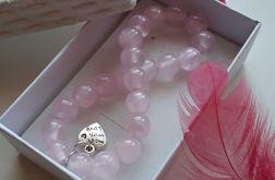 Różowe jadeity i rzemykiem