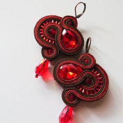 Brązowo-czerwone kolczyki z kryształkami