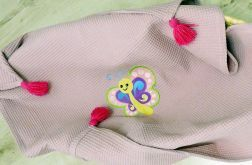 Wafelkowy kocyk z chwostami i haftem motylka