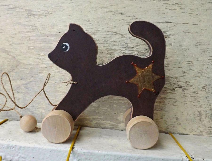 Drewniany kotek do ciągania, brązowy - kotek ciemnobrązowy, szeryf