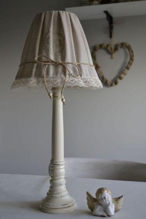 Lampa drewniana stylizowana krem