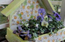 Kwietniki z recyklingu - piękno skromności