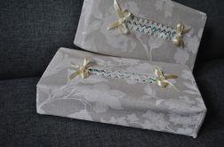 Etui na chusteczki - białe kwiaty na lnie