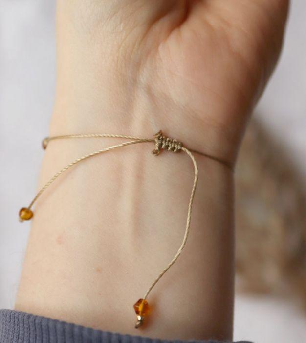 Bransoletka z serduszkiem hematytu - Bransoletka na sznureczku