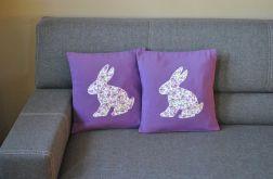 Fioletowa poszewka dekoracyjna z dużym królikiem