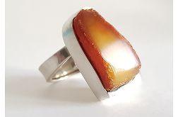 129 duży pierścionek z bursztynem surowy bursztyn