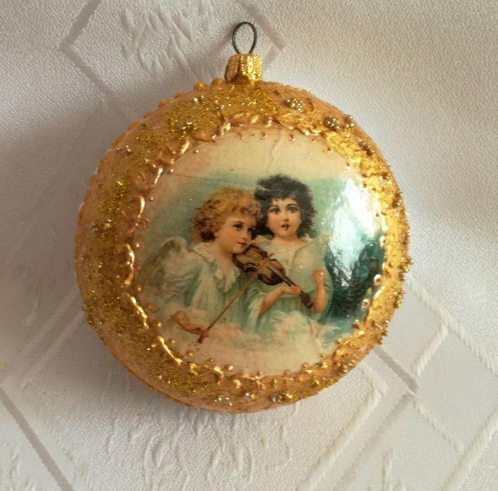 Medalion plastikowy z aniołkami