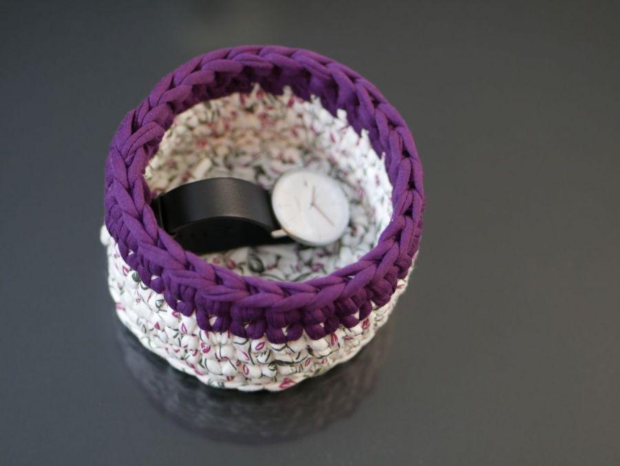 Koszyczek ze sznurka na szydełku biało fioletowy - Środek