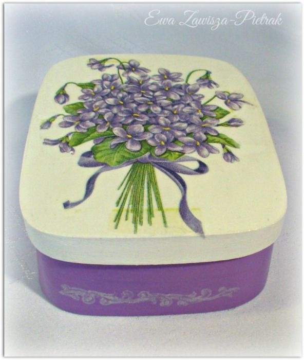 Pudełko prostokątne z fiołkami - Pudełko z fiołkami