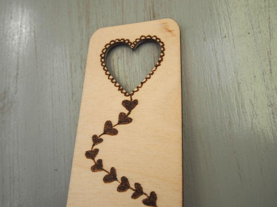 drewniana zakładka z latawcem sercem - latawiec zakładka serce