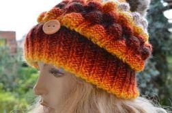 Ognista czapka z dużym pomponem
