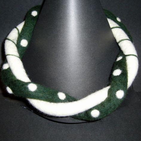 Naszyjnik filcowy - zielono biały