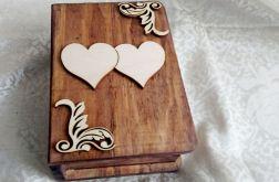 Pudełko na obrączki księga z sercami