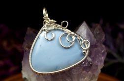 Opal, Srebrny wisior z opalem niebieskim