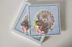 Kartka Komunia Święta w pudełeczku niebieska w kwiat