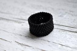 Pierścionek koralikowy czarny 1