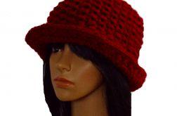 """kapelusz i komin """"w czerwieni"""""""