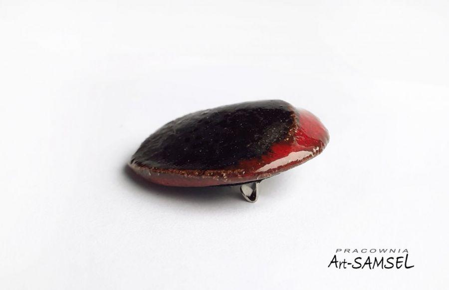 Broszka czarno-czerwona