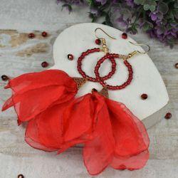 Zwiewne, czerwone kolczyki kwiaty