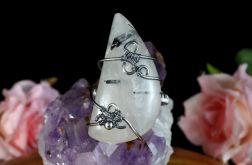 Srebrny pierścionek z kwarcem z turmalinem