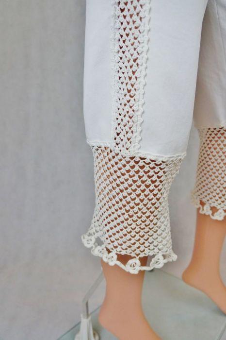 Spodnie białe  z wstawkami - Modne spodnie