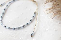 Bransoletka sznurkowa na nadgarstek z niebieskimi koralikami