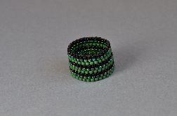 Pierścionek koralikowy zielono-czarny