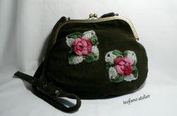 Zielona torebka z różami