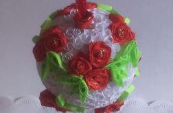Bombka quillingowa z różyczkami