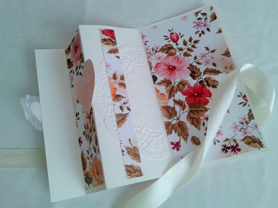 kartka  z kwiatami i sercami,  składana - kartka składana z kwiatami